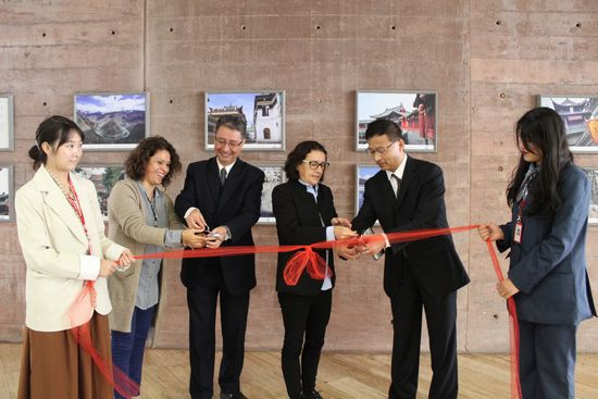 A Photo Exhibiton from the Window Unveiled in the Confucius Institute of Catholic University of Peru